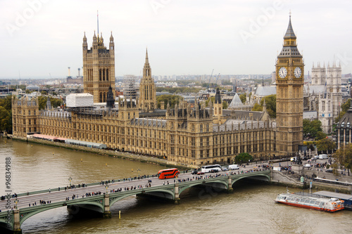 Big Ben und Palace of Westminster in London - 96834988