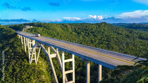 Photo Мост через ущелье ястребов на Кубе