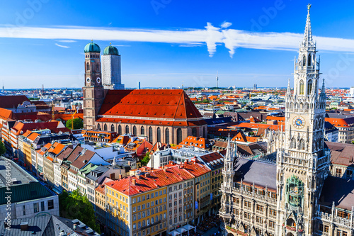 Foto op Aluminium Rudnes Munich Frauenkirche and New Town Hall Munich, Bavaria, Germany