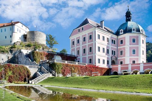 Fotografia gothic castle and baroque chateau (national cultural landmark) in Becov nad Teplou, Karlovy Vary region, West Bohemia, Czech republic