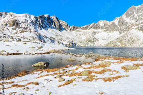 Papiers peints Cappuccino View of lake in Hincova valley covered with snow, Tatra Mountains, Slovakia