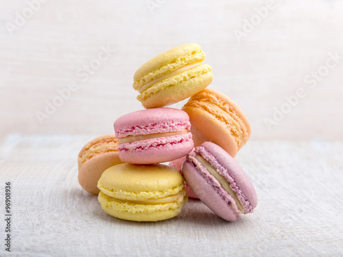 Photo  Colorful macarons on vintage pastel background