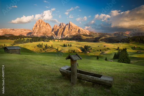 Foto  Seiser Alm with Langkofel Group before sunset, South Tyrol, Ital