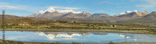 Foto auf Gartenposter Reflexion Snow capped high mountains reflected in Lake Chungara
