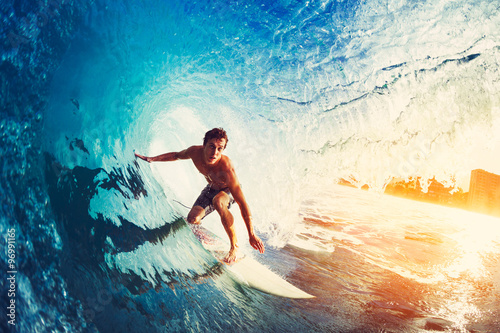 Foto  Surfer on Blue Ocean Wave
