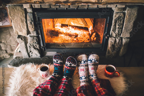 Fotomural Feet in woollen socks by the Christmas fireplace