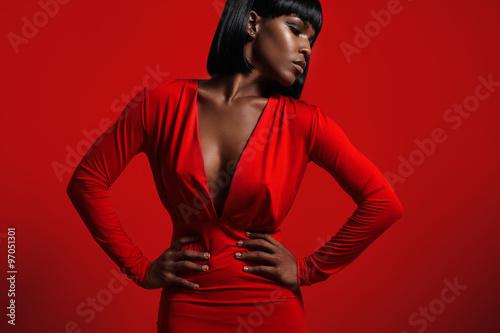 Obraz black woman in red - fototapety do salonu