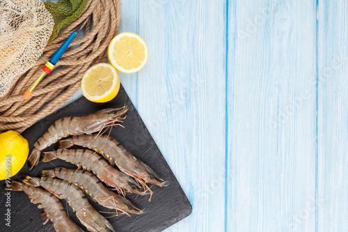 Stickers pour portes Pique-nique Fresh raw tiger prawns and fishing equipment