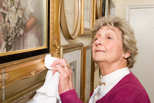 Woman polishing picture frames Fototapet