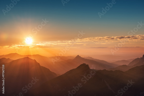 Poster Zonsondergang colorful sunset on top of austrian mountain alps