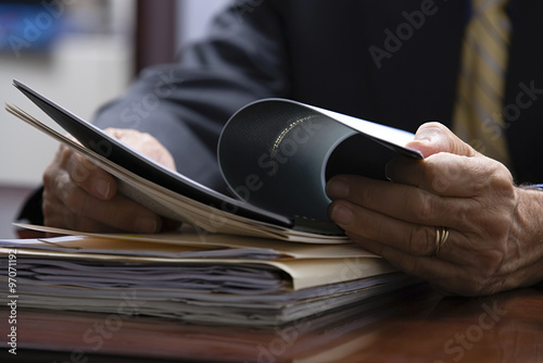 Photo  Businessman looking at paperwork