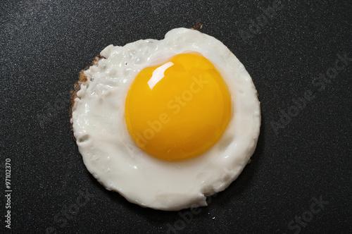 Foto op Plexiglas Gebakken Eieren Fried egg in a frying pan with non-stick coating