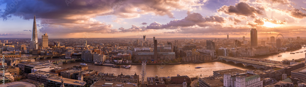 Fototapeta Beautiful sunset and dramatic clouds over the south side of London - Panoramic skyline of London - UK