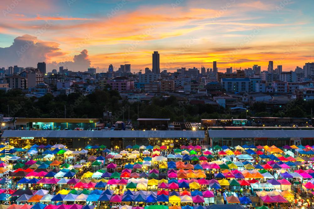 Bangkok filmy erotyczne ciasne karmelowe cipki