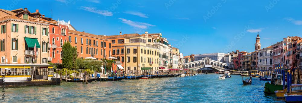 Fototapety, obrazy: Gondola at the Rialto bridge in Venice
