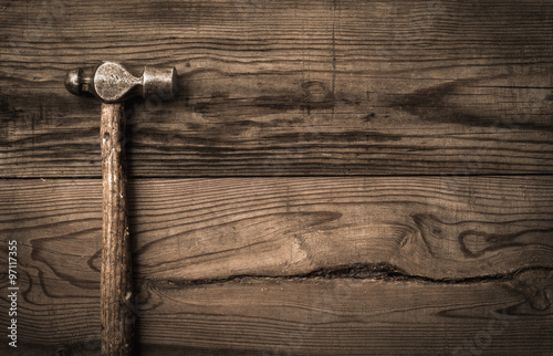 Obraz Old retro hammer on wooden workbench - fototapety do salonu