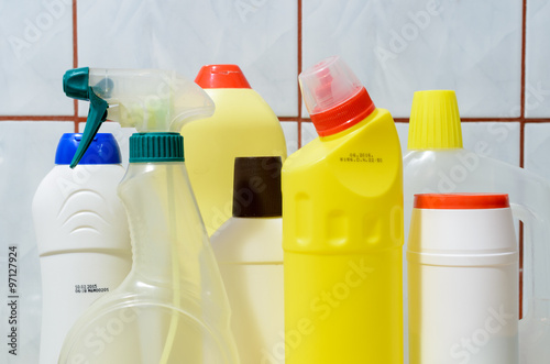 Fotografía  some of cleaning products ready to clean up kitchen or toilet
