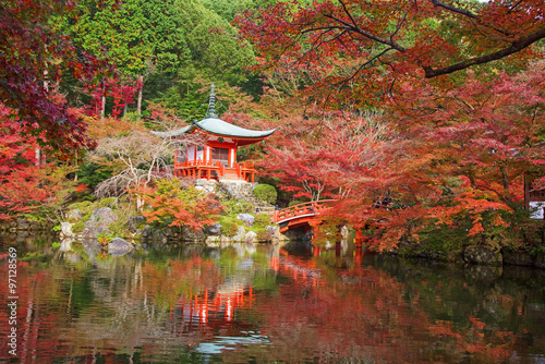 Foto op Canvas Japan Daigoji temple with autumn maple trees