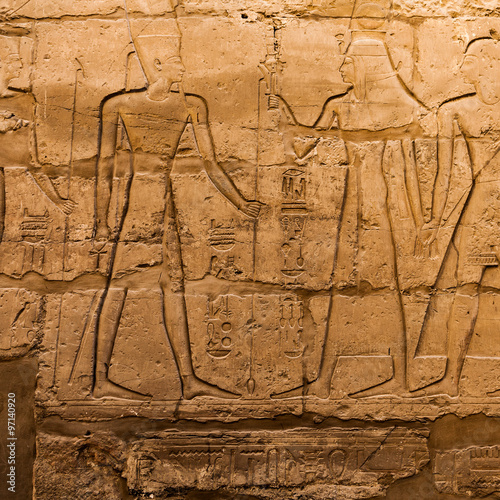 In de dag Egypte old egypt hieroglyphs carved on the stone