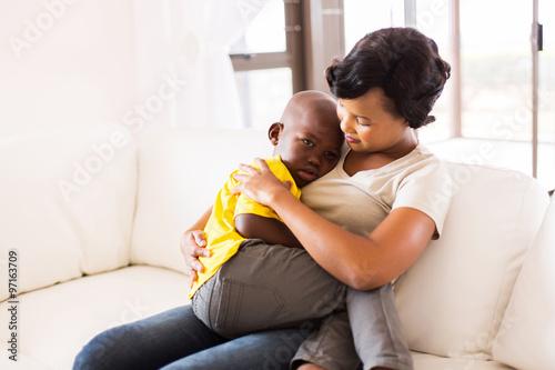 Fototapeta african american mother hugging her son obraz na płótnie
