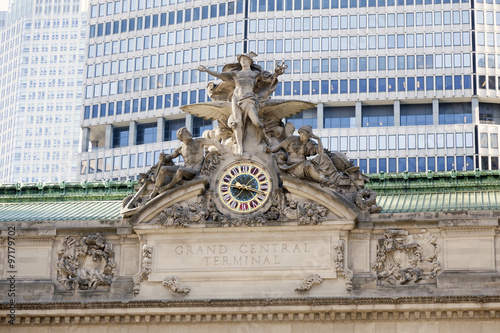 Photo  clock and statue on grand central station in new york city