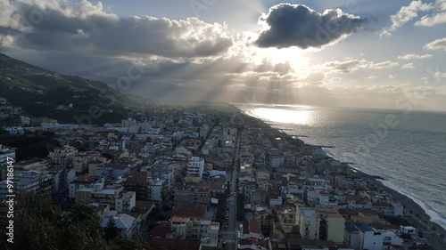 Foto op Canvas UFO Panorama - vista dall'alto sul mare e sulla città