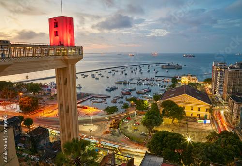 Fotografía  Vista del atardecer de la ciudad de Salvador de Bahía, Brasil