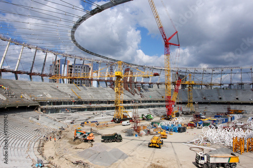 La pose en embrasure Stade de football Construction of the stadium