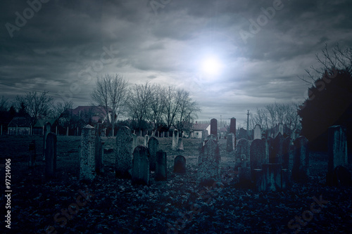 Foto auf AluDibond Friedhof Cemetery night