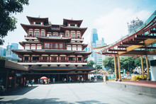 SINGAPORE - JULY 17 2015 : Buddha Tooth Relic Temple At Chinatow