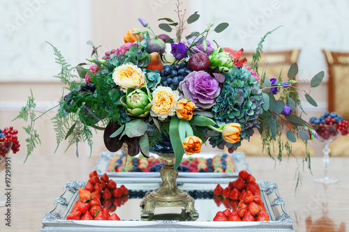 Cuadros en Lienzo Serving on the table restaurant catering elegant floral arrangement wedding