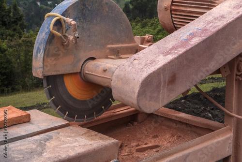 Fotografie, Obraz  máquina para trabajar el ladrillo