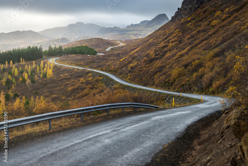 Fotografiet  The road line perspevtive direct in to mountain in Autumn season