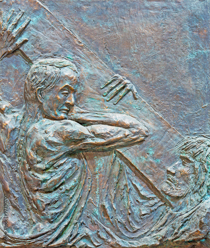 Fotomural Rome - The Simon of Cyrene helps Jesus carry the cross bronze relief
