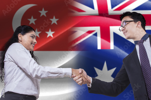 Photo  Singaporean woman shaking hands with Australian person