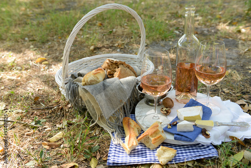 Keuken foto achterwand Picknick Picnic theme - rose wine, cheese, baguette and nuts outdoors