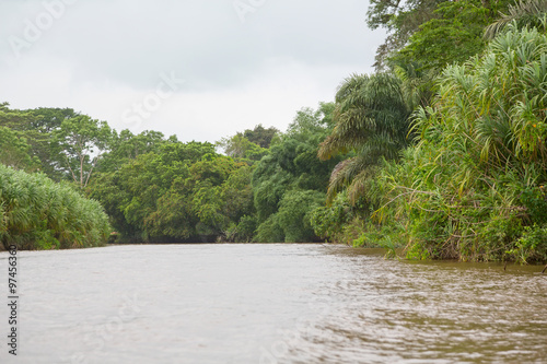 Photo Stands Roe River flows in the rainforest of Costa Rica