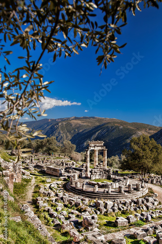Tuinposter Monument Delphi with ruins of the Temple in Greece