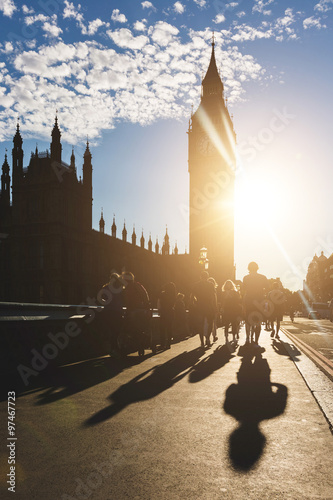 Photo  Silhouette of Big Ben and tourists in London at sunset