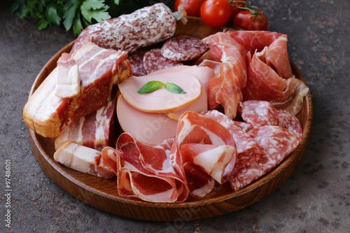 Fotografie, Obraz  Rozmanité deli masa - šunka, salám, salám, parmská, parmská šunka, slanina