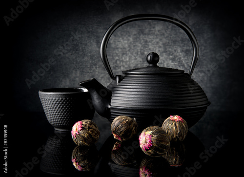фотографія  Tea utensil and buds