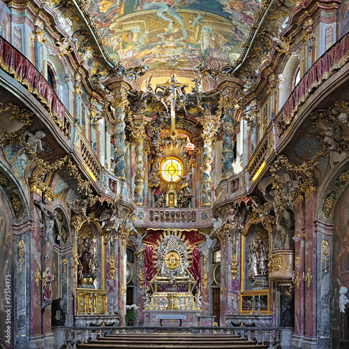 Edifice religieux Interior of Asamkirche in Munich, Germany. The church was built in 1733-1746 and is considered to be one of the most important buildings of the main representatives of the southern German Late Baroque