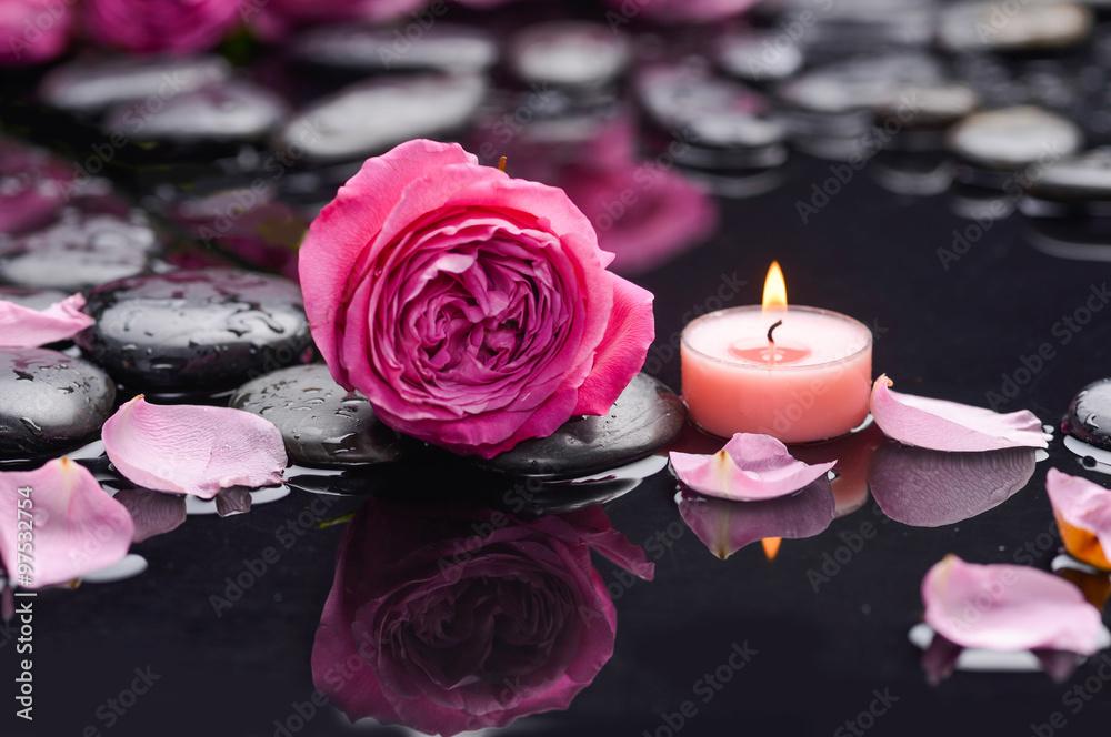 Fotografie, Obraz  Okvětní lístky růží s svíčku a terapie kameny