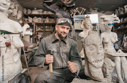 Obraz na płótnie Sculptor man working in his workshop