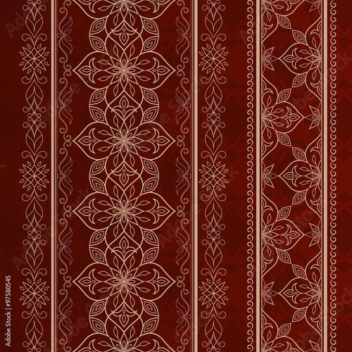 filigri-zlote-koronki-na-czerwonym-brazowym