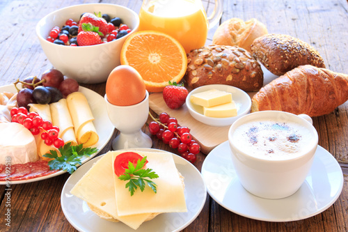 Wonderful Gedeckter Frühstückstisch