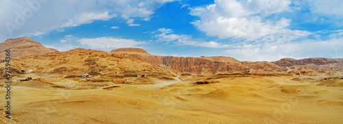 Poster Miel The desert landscape of Luxor