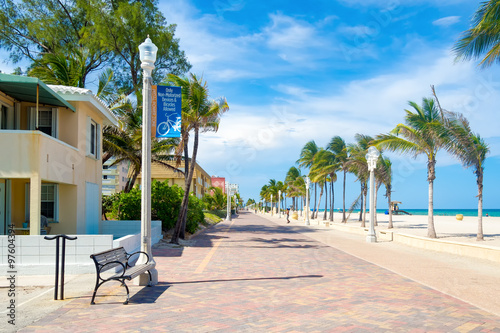 Photo  The famous Hollywood Beach boardwalk in Florida