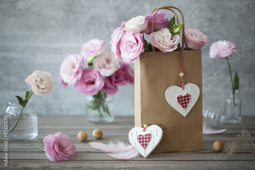 Keuken foto achterwand Retro Vintage romantic backgroud with flowers and handcrafted hearts