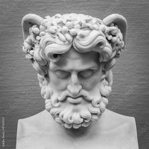 Head and shoulders detail of the ancient sculpture Slika na platnu